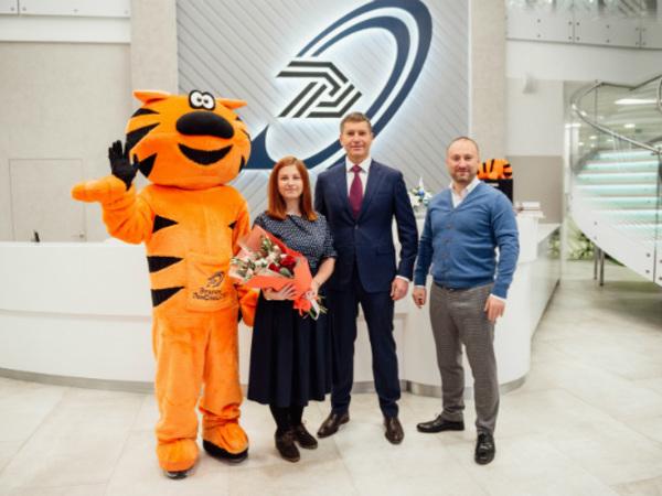 В Группе «Эталон» поздравили 10 000 покупателя