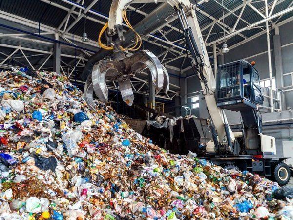 Петербургский мусор берет отсрочку: городу разрешат не отдавать все отходы в одни руки еще 3 года