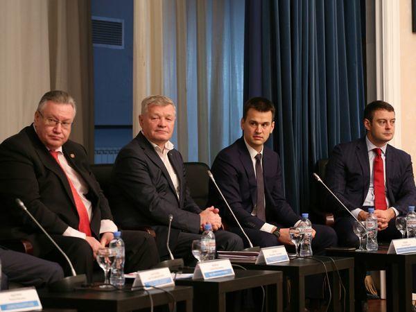 Глава МРСК Северо-Запада Артем Пидник принял участие в Форуме работающей молодежи