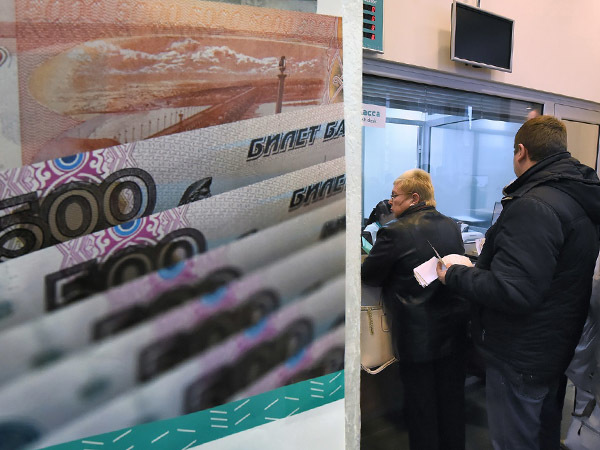 Население растаскивает деньги из банков