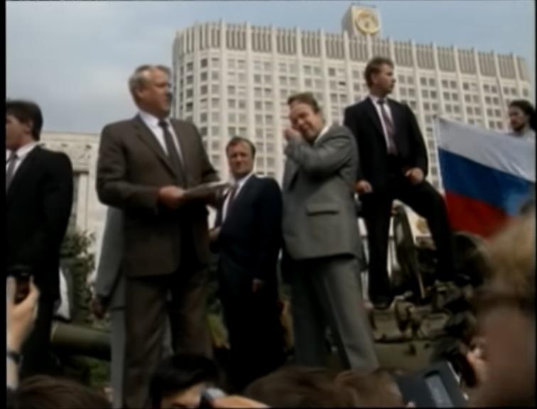 Ельцин на танке//кадр из видео/YouTube