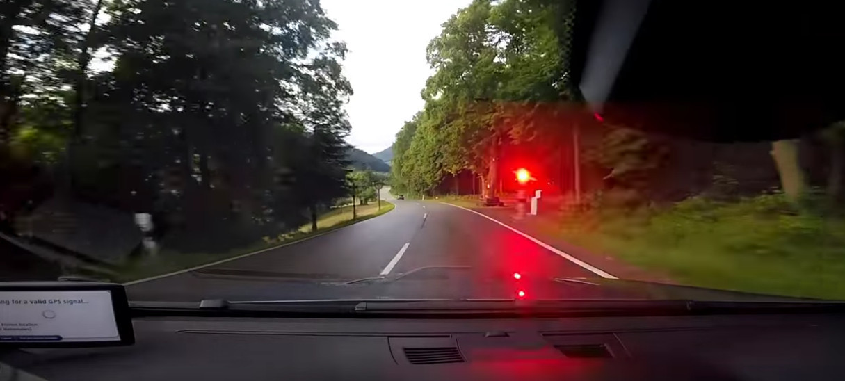 Камера контроля скорости в Германии. Кадр из видео в YouTube