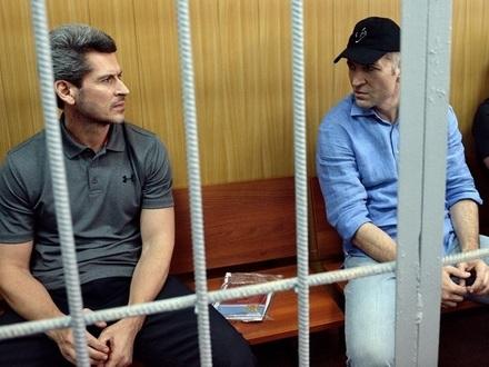 В «Сумме» получились обыски. По делу о «золотых» сваях Крестовского допрашивают чиновников и бизнесменов
