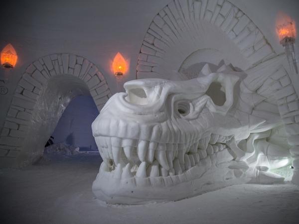 «Игра престолов», муми-тролли и призраки. В Лапландии один за другим открываются гигантские снежные замки