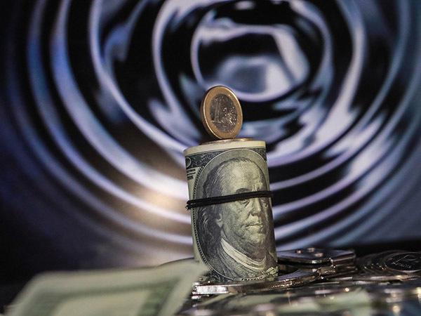 Нефть идет к 50: эксперты увидели дно ямы, в которую затягивает «черное золото» и рубль
