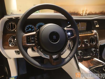 Эпоха скромности: кто и зачем купит за 30 млн рублей первый в истории марки Rolls Royce внедорожник