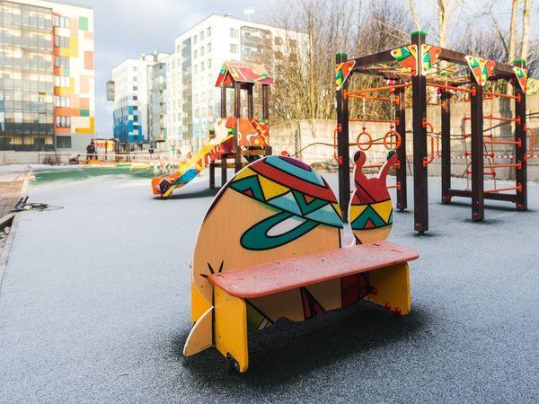 На территории детского сада в IQ Гатчина установлены игровые площадки