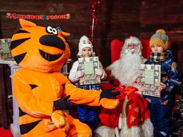 Рыжий Кот Группы «Эталон» посетил Рождественскую ярмарку и вручил детям подарки