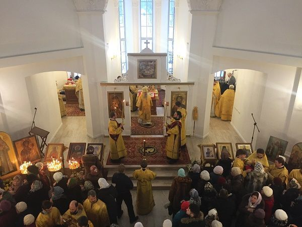 На проспекте Науки освятили храм Тихвинской иконы Божией Матери