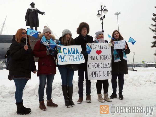 Акция в поддержку Кокорина у «Газпром Арены» собрала восемь человек. Ждали 40