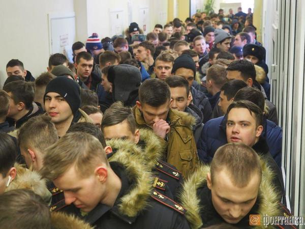 Избирательные участки Петербурга не справляются с потоком желающих