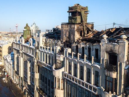 «Фонтанка» показывает крышу сгоревшего Дома с фонтаном