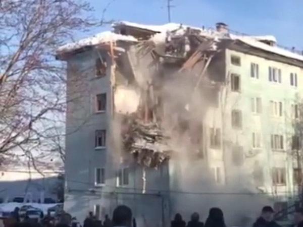 В Мурманске от взрыва газа обрушилась часть жилого дома