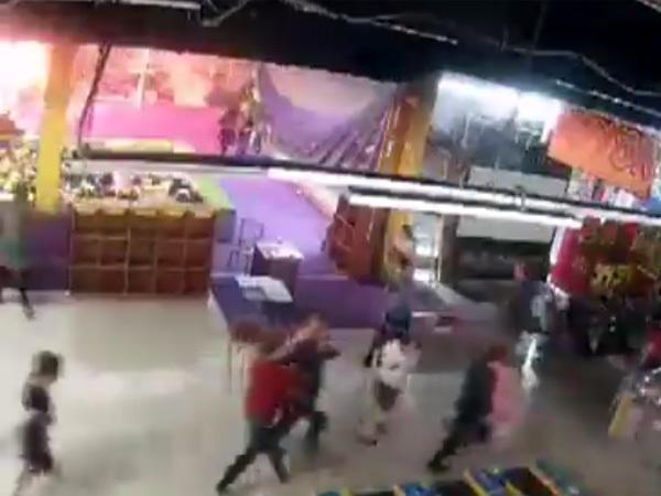 Видео из «Зимней вишни»: огонь распространялся по этажу молниеносно