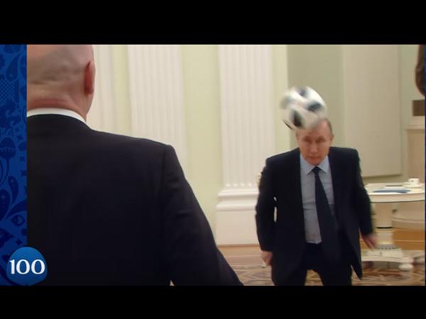 Путин сыграл в футбол в своем кремлевском кабинете с президентом ФИФА