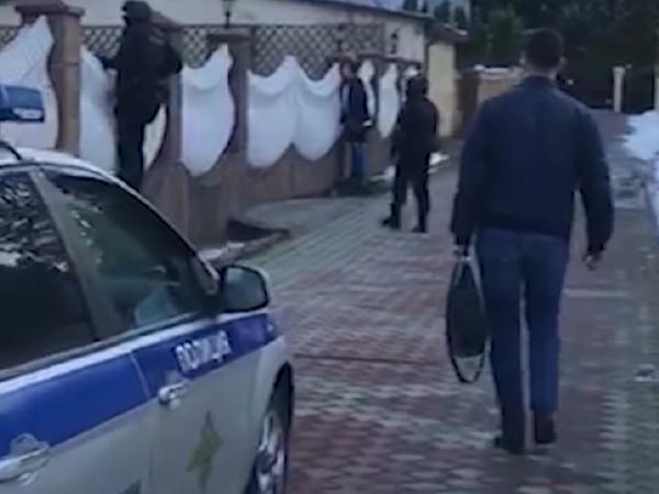 Сотрудник МВД не удержался от непечатного восхищения роскошным особняком банкира Антонова