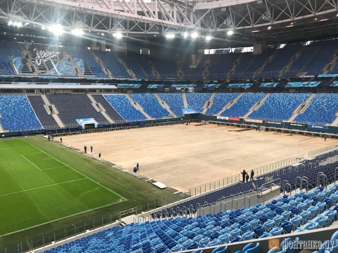 21 апреля на Крестовском острове начали выкатывать поле стадиона. В последний раз оно двигалось в феврале 2017 года.