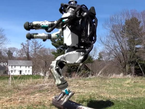 Робот Atlas своей пробежкой покорил Интернет