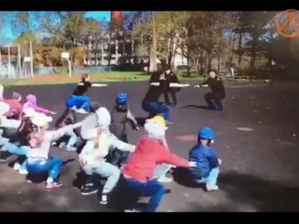 """Как полицейские Кронштадта """"заряжают"""" малышей из детского сада"""