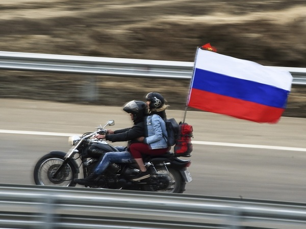 Кто проехал первым по Крымскому мосту