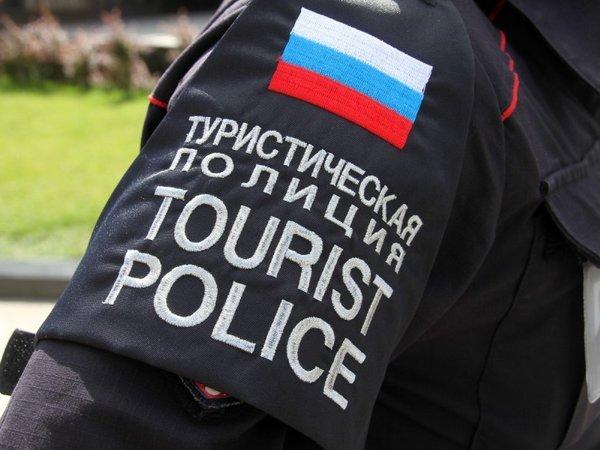 Внутренний полицейский туризм из заброшенного детского лагеря