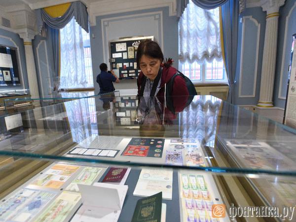 Памятные купюры к ЧМ-2018 показали петербуржцам