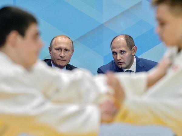 «Когда Путин стал президентом, возле нашего клуба асфальт положили»
