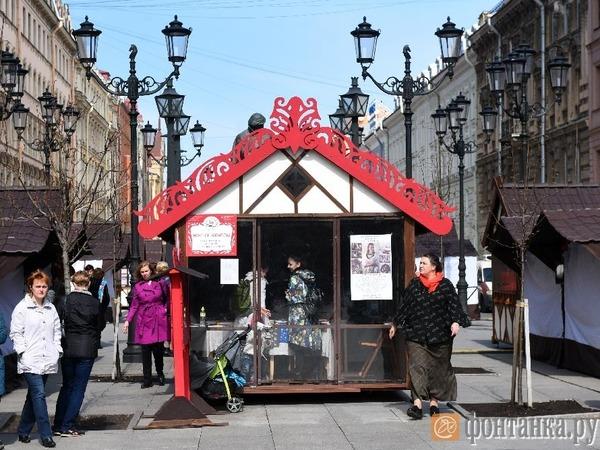 Смольный снес ярмарку Минпромторга на Малой Конюшенной