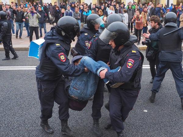 Как задерживали на акции в Петербурге