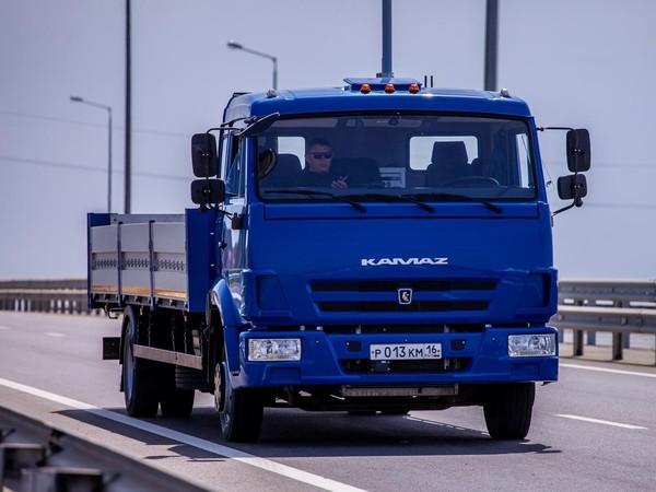 На подходе к Крымскому мосту испытали беспилотный «КамАЗ»