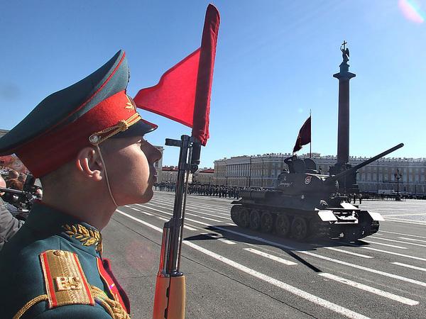 За кадром парада на Дворцовой
