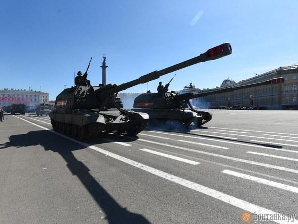 В Петербурге военные завершили парад и ушли готовиться к салюту