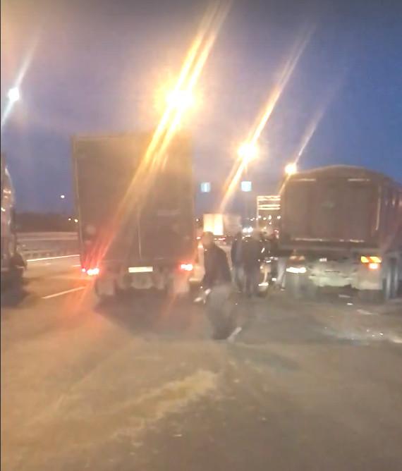 Ночное ДТП на съезде на Софийскую улицу