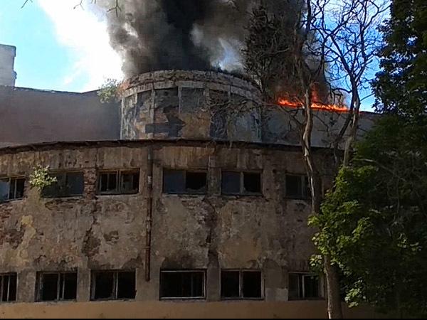 В ожидании покупателей загорелись Ушаковские бани