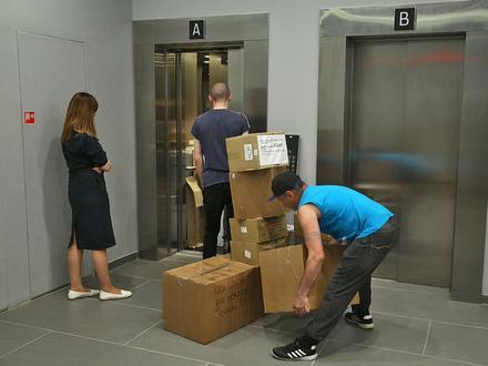 Сколько стоит упаковать чемоданы чиновников