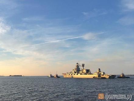 «Маршал Устинов» привел «Орла». В Кронштадт вошли самые большие участники парада ВМФ