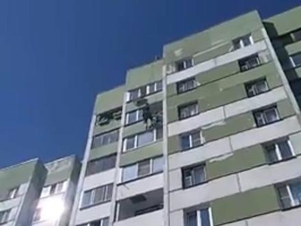 «Ребенок висит!» Как шестилетнюю девочку спасали с восьмого этажа