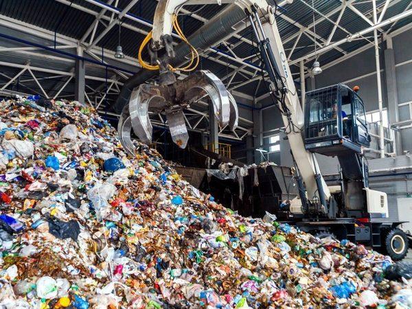 ОМОН и миллионные убытки: история ГУПа, который будет собирать миллиарды за мусор