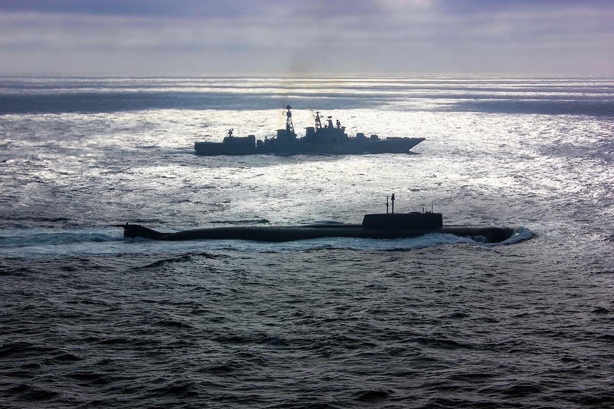 Атомный подводный ракетоносный крейсер «Орел» и ракетный крейсер «Маршал Устинов» пришли на парад последними