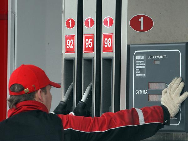 Отбились от ручного управления. Участники рынка предупредили правительство о новом скачке цен на бензин