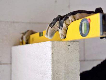 Погружение в материал: за что строители и дачники любят газобетон