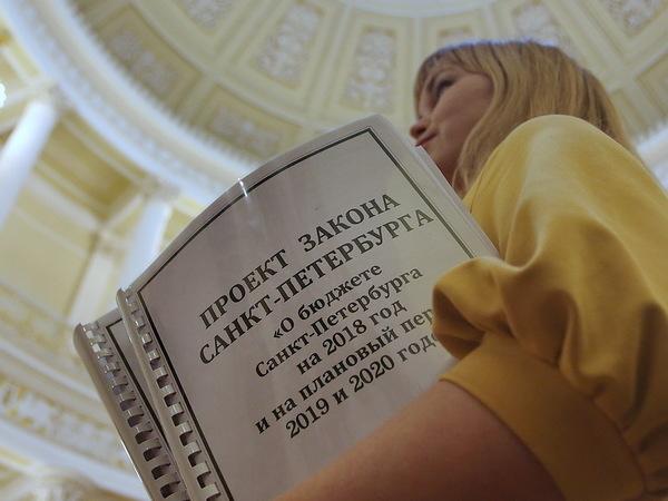 Смольный пересчитывает бюджет: куда пойдут 12 миллиардов рублей от налогов и Москвы