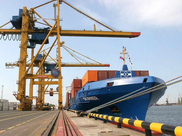 Кто и зачем получает петербургские острова в порту