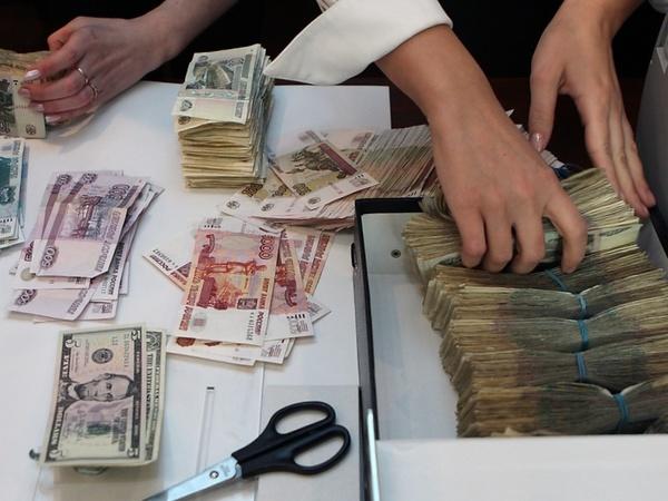 Замена долларовых вкладов рублями маловероятна. Пока