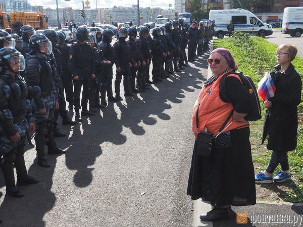 Протестующие против пенсионной реформы не испугались полиции, но не стерпели мата и разошлись