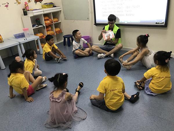 «Достаточно быть белым». Кто и как зарабатывает на «русских учителях» в Китае