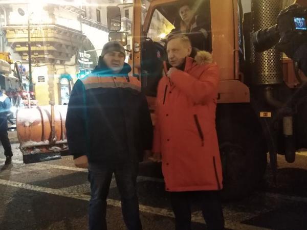 Беглов борется со снегом в куртке, как у Путина, только лучше