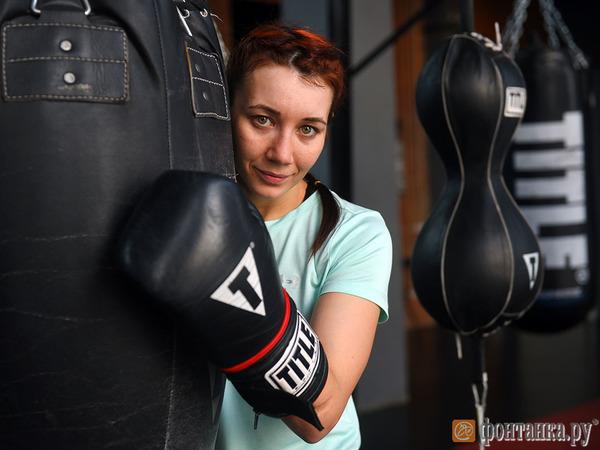 Елена Градинарь: После боя вся в синяках ехала в поезде со своим молодым человеком. Соседи по купе решили, что это он меня избил