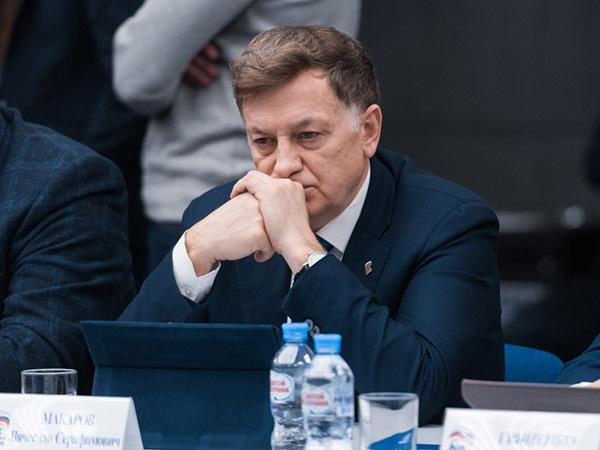 «Проще без Макарова». Почему «Единая Россия» может сменить управляющего