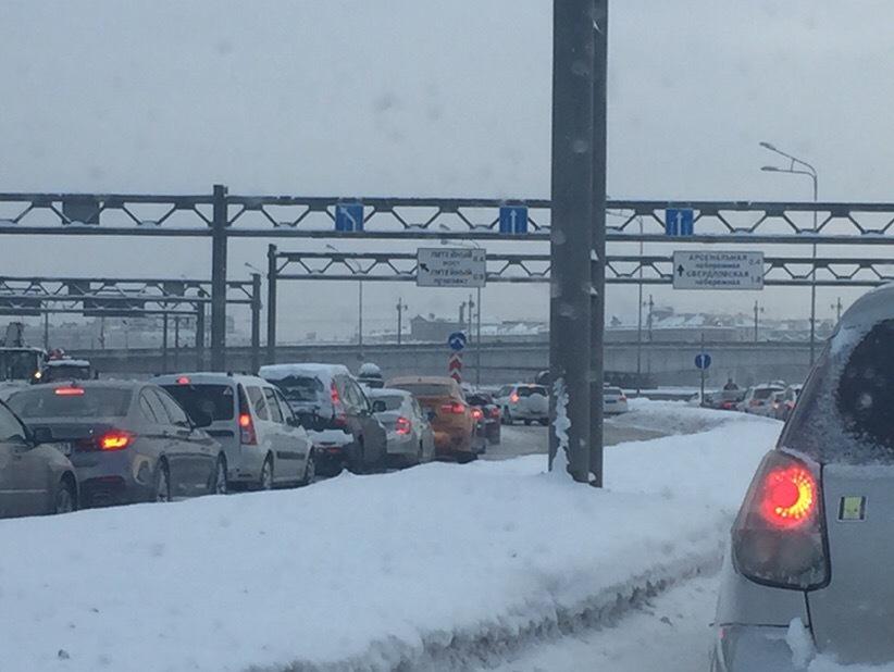 Перекрытые Пироговская набережная и заезд на Литейный мост